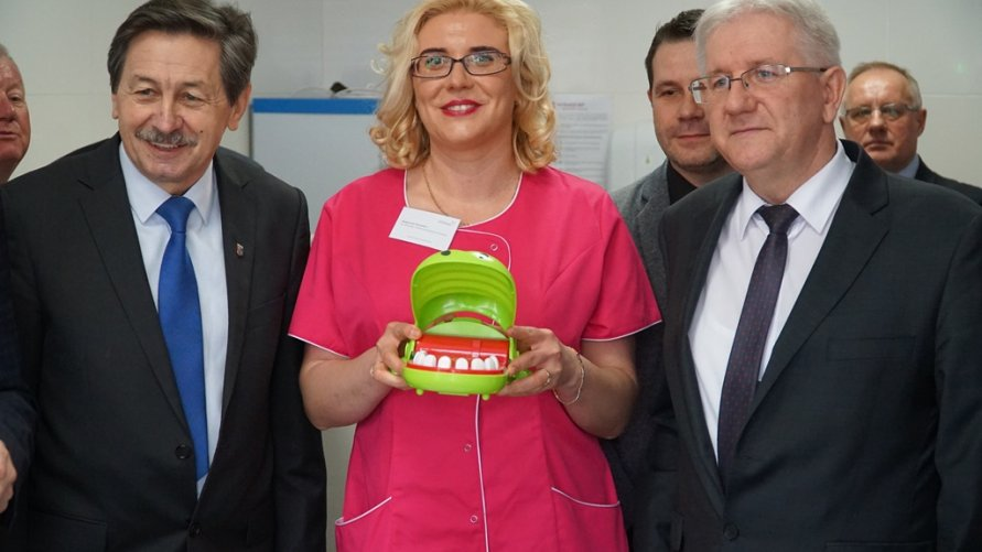 Bezpłatne leczenie zębów dla przedszkolaków i uczniów - szkolny gabinet stomatologiczny powiatu zwoleńskiego uroczyście otwarty!