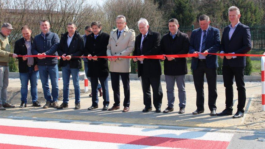 Zakończyła się budowa chodnika w miejscowości Mostki